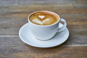 Foto von einer Tasse Kaffee Latte